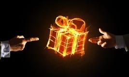 Έννοια του εορτασμού με την καίγοντας χειρονομία συμβόλων και δημιουργιών δώρων πυρκαγιάς Στοκ Φωτογραφίες