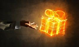 Έννοια του εορτασμού με το καίγοντας σύμβολο δώρων πυρκαγιάς και το φοίνικα επιχειρηματιών Στοκ Φωτογραφία