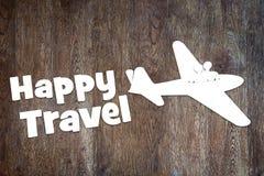Έννοια του ευτυχούς ταξιδιού με το αεροπλάνο στοκ φωτογραφίες