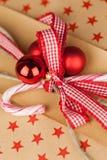 Έννοια του Κραφτ χριστουγεννιάτικων δώρων Στοκ Φωτογραφία