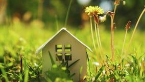 Έννοια του σπιτιού eco φιλμ μικρού μήκους