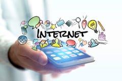 Έννοια του smartphone εκμετάλλευσης ατόμων με τον τίτλο Διαδικτύου και multim Στοκ φωτογραφία με δικαίωμα ελεύθερης χρήσης
