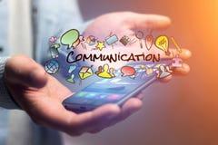 Έννοια του smartphone εκμετάλλευσης ατόμων με τον τίτλο επικοινωνίας και το μ Στοκ Φωτογραφίες
