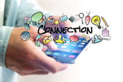 Έννοια του smartphone εκμετάλλευσης ατόμων με τον τίτλο σύνδεσης και mult Στοκ Εικόνες
