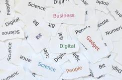 Έννοια των τυχαίων μικρών κομματιών του σπασμένου χαρτί που τυπώνεται με τις λέξεις ψηφιακές, συσκευή, επιχείρηση, κομμάτι, επιστ στοκ εικόνα με δικαίωμα ελεύθερης χρήσης