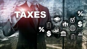 Έννοια των φόρων που πληρώνεται από τα άτομα και τις εταιρίες όπως η δεξαμενή, το εισόδημα και ο φόρος πλούτου Φορολογική πληρωμή στοκ εικόνα