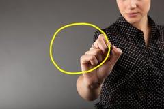Έννοια των χεριών που σύρουν το κενό διάγραμμα διαχείρισης του προγράμματος Στοκ εικόνα με δικαίωμα ελεύθερης χρήσης