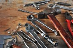 Έννοια υποβάθρου ημέρας εργασίας - πολλά πρακτικά εργαλεία εργασίας Στοκ Εικόνες
