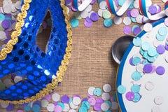 Έννοια υποβάθρου κομμάτων Carnaval Διάστημα για το κείμενο, copyspace Κοβάλτιο Στοκ Φωτογραφία