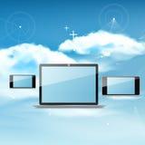 Έννοια υπολογισμού σύννεφων στις διαφορετικές ηλεκτρονικές συσκευές Στοκ Εικόνα
