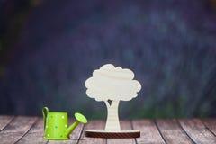 Έννοια φύσης διαβίωσης το περιβάλλον προστατεύ&e Σύμβολο ενός δέντρου Στοκ Φωτογραφίες