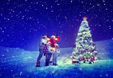Έννοια χιονιού της οικογενειακής Carol χριστουγεννιάτικων δέντρων Στοκ Φωτογραφία