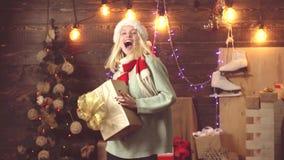 Έννοια χορού Χριστουγέννων Συγκινήσεις δώρων Χαρούμενα Χριστούγεννα και καλή χρονιά απόθεμα βίντεο
