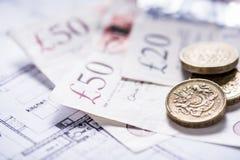Έννοια χρηματοδότησης, βρετανικά νομίσματα και χαρτονομίσματα Στοκ εικόνα με δικαίωμα ελεύθερης χρήσης
