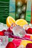 Έννοια χυμών και παγωτού φρούτων στο αφηρημένο υπόβαθρο Στοκ Εικόνες
