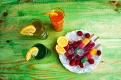 Έννοια χυμών και παγωτού φρούτων στο αφηρημένο υπόβαθρο Στοκ φωτογραφία με δικαίωμα ελεύθερης χρήσης