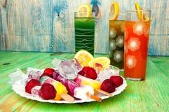 Έννοια χυμών και παγωτού φρούτων στο αφηρημένο υπόβαθρο Στοκ φωτογραφίες με δικαίωμα ελεύθερης χρήσης