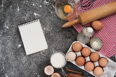 Έννοια ψησίματος, υπόβαθρο συνόρων τροφίμων Στοκ Φωτογραφίες