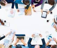Έννοια 'brainstorming' συζήτησης συνεδρίασης της επιχειρησιακής ομαδικής εργασίας Στοκ Εικόνες