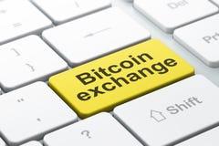 Έννοια Cryptocurrency: Ανταλλαγή Bitcoin στο υπόβαθρο πληκτρολογίων υπολογιστών απεικόνιση αποθεμάτων