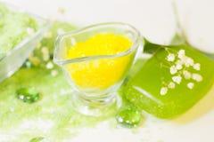 Έννοια SPA με το πράσινο άλας λουτρών Στοκ Εικόνες