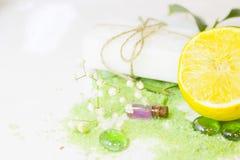 Έννοια SPA με το πράσινο άλας λουτρών Στοκ Φωτογραφίες
