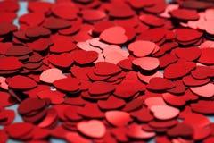 Κόκκινο κομφετί καρδιών Έννοια Valentins daq στοκ φωτογραφία