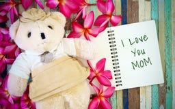Έννοιες ευχετήριων καρτών ημέρας μητέρων με σ' αγαπώ το κείμενο Mom και Στοκ Εικόνες