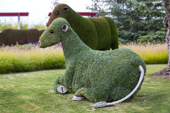 Έντομα και άνθρωποι ζώων αγαλμάτων που γίνονται από τις εγκαταστάσεις και τα χορτάρια Στοκ φωτογραφία με δικαίωμα ελεύθερης χρήσης