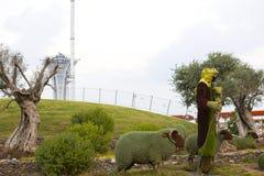 Έντομα και άνθρωποι ζώων αγαλμάτων που γίνονται από τις εγκαταστάσεις και τα χορτάρια Στοκ φωτογραφίες με δικαίωμα ελεύθερης χρήσης