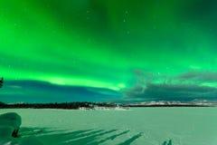 Έντονη επίδειξη των βόρειων borealis αυγής φω'των Στοκ Φωτογραφίες