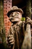 δέντρο γλυπτών ξυλουργών τσεκουριών ξύλινο Στοκ εικόνα με δικαίωμα ελεύθερης χρήσης
