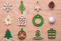 δέντρο χαιρετισμού Χριστ&omic Κόκκινη συλλογή διακοσμήσεων Χριστουγέννων Στοκ Φωτογραφίες