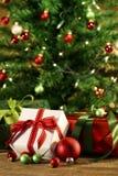 δέντρο δώρων κάτω Στοκ φωτογραφία με δικαίωμα ελεύθερης χρήσης