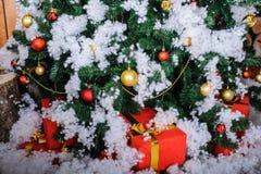δέντρο δώρων Χριστουγέννων κάτω Στοκ Εικόνες