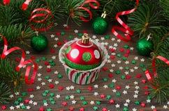 Έντυπο για το cupcake με το παιχνίδι έλατου Χριστουγέννων Στοκ Εικόνες