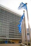 ένωση έδρας της επιτροπής ευρωπαϊκή σημαιών οικοδόμησης του Βελγίου Berlaymont Βρυξέλλες ανασκόπησης Στοκ εικόνες με δικαίωμα ελεύθερης χρήσης