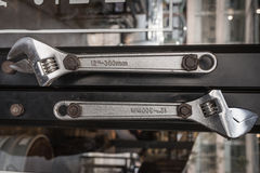 Ένωση εργαλείων πενσών χάλυβα κλειδώματος ως τέχνη στον τοίχο Στοκ εικόνα με δικαίωμα ελεύθερης χρήσης