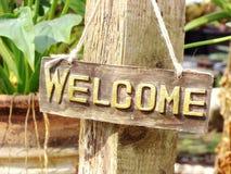 Ένωση ευπρόσδεκτων σημαδιών στον κήπο Στοκ εικόνες με δικαίωμα ελεύθερης χρήσης