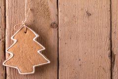 Ένωση μελοψωμάτων Χριστουγέννων πέρα από το ξύλινο υπόβαθρο Στοκ φωτογραφία με δικαίωμα ελεύθερης χρήσης