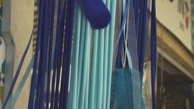 Ένωση ντεκόρ φτερών στο στάβλο αγοράς απόθεμα βίντεο