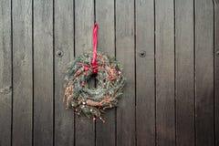Ένωση στεφανιών εμφάνισης διακοπών Χριστουγέννων έξω Στοκ Εικόνα