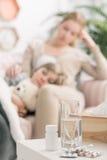 Ένδειξη εξαρτημάτων υπάρχει άρρωστος στο σπίτι Στοκ Φωτογραφίες