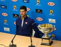 Ένδεκα φορές ο πρωτοπόρος Novak Djokovic του Grand Slam κατά τη διάρκεια της συνέντευξης τύπου μετά από τη νίκη σε Αυστραλό ανοίγ Στοκ Εικόνες