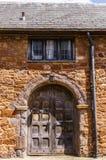 Έξετερ 2 Ιουνίου 2018 Όμορφη πύλη, σε ένα μεσαιωνικό σπίτι, κοντά στον καθεδρικό ναό του Έξετερ Devon, νοτιοδυτική Αγγλία, Ηνωμέν στοκ εικόνες