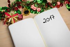 λέξη του 2017 στο σημειωματάριο με τη νέα διακόσμηση έτους για το νέο holi έτους Στοκ Εικόνες