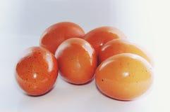 Έξι αυγά, αυγό οριζόντια σε ένα άσπρο υπόβαθρο Στοκ φωτογραφία με δικαίωμα ελεύθερης χρήσης