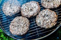 Έξι καναδικά burgers του Angus BBQ Στοκ φωτογραφία με δικαίωμα ελεύθερης χρήσης