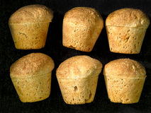 Έξι muffin ψωμιά στις σειρές Στοκ Εικόνες