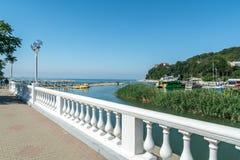 Έξοδος από την προκυμαία στην παραλία σε arkhipo-Osipovka στοκ εικόνες με δικαίωμα ελεύθερης χρήσης